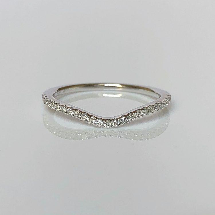 18ct White Gold & Diamond Shaped Wedding Ring