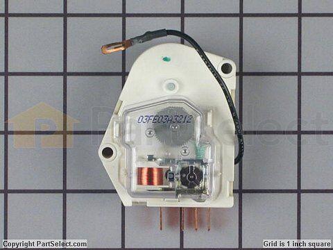 solucionado instalacion del timer yoreparopuedes indicar el modelo de los timers o subir una foto para poder ayudarte mejor ya que varían en algunos modelos la forma de la conexión suerte