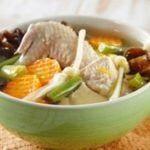 4 Cara Bikin Sup Ayam Tak Amis untuk Sahur