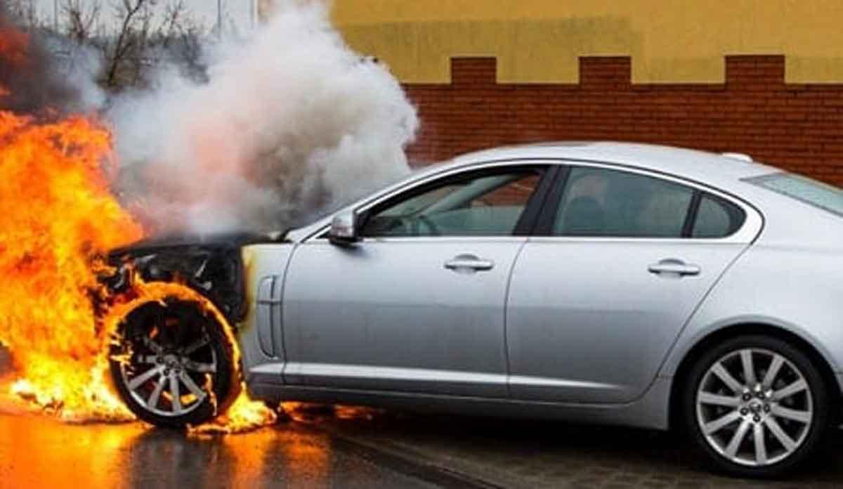 Guys, Kenali 5 Penyebab Mobil Terbakar