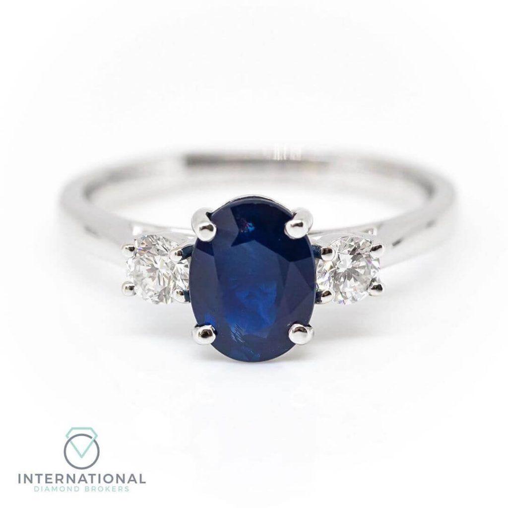 blue sapphire diamonds ring