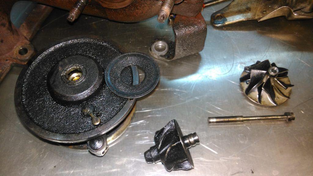 Турбинное колесо оторвано от оси. Турбина VW Sharan 2.0, 2007г.в., DRT BVH, 140л.с.